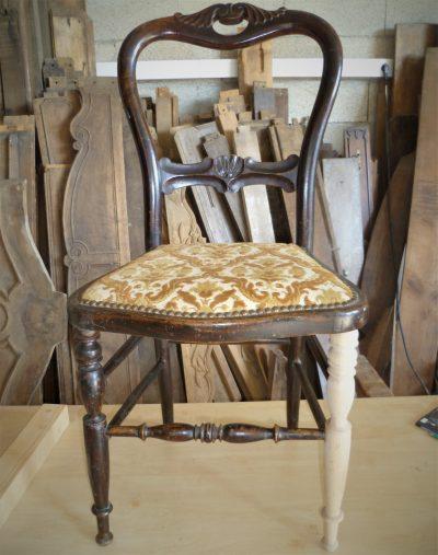 Restauration d'une chaise. Ebeniste à Lunel-Viel Hérault 34